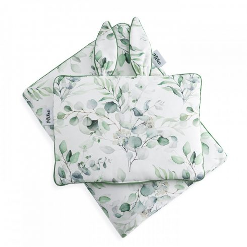 Bedding set with baby pillow and quilt flower